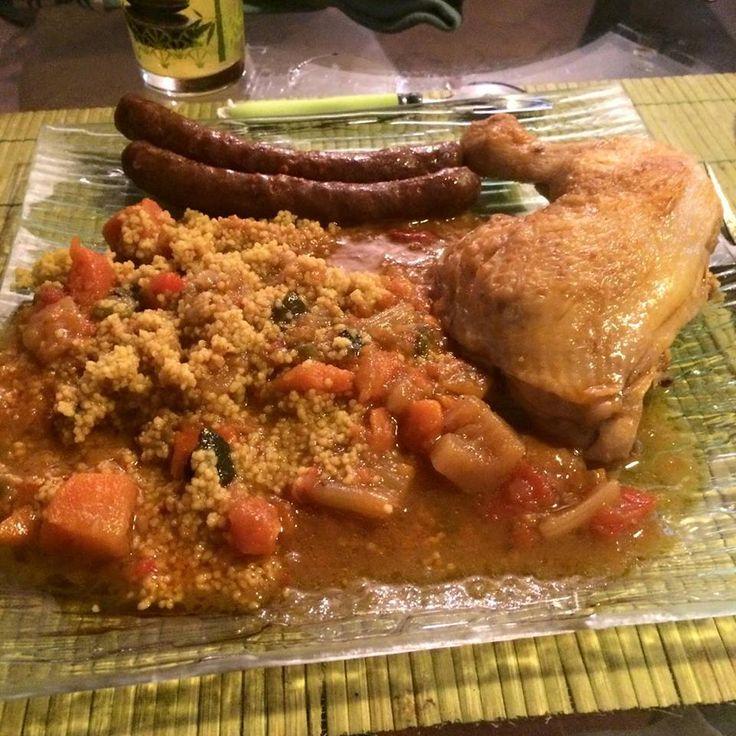 Aujourd'hui j'ai réalisé mon plat préféré alors QUE DU BOHNEUR ! Très simple et une odeur qui ce degage de la maison qui pourrait faire arriver les voisins ! Pour 2 personnes : (augementez juste la dose de viande si vous etes 4) 4 merguez 2 cuisses de...