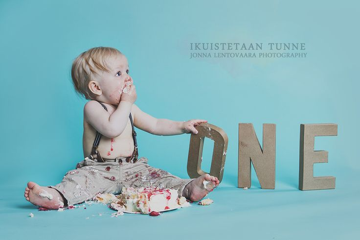 Yks ihanin väinö lapsikuvauksista ♥ #lapsikuvaus #studiokuvaus #ikuistetaantunne #smashcake #oneyearold #firstbirthday #1stbirthday
