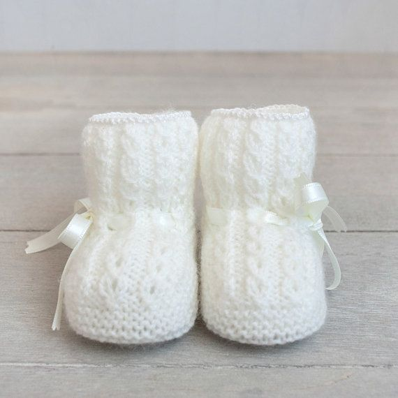 Patucos con ochos para bebé tejidos a mano por ALittleDresses