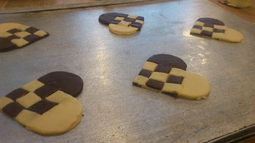 Småkage JuleHjerter - http://www.findeopskrifter.dk/o/sm%C3%A5kage-julehjerter-3387702.html | scandinavian christmas heart cookies