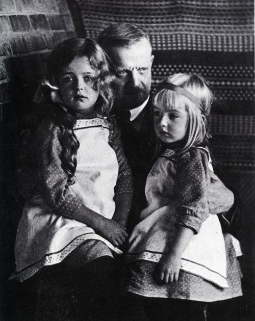 """Jean Sibelius with his youngest daughters Margareta and Heidi One by one his daughter left home to marry or attend school and Ainola gradually became empty of children. """"My heart is bleeding"""", Sibelius wrote in his diary when Katarina left to attend school in Helsinki on weekdays. Only Margareta and Heidi, his little """"snow buntings"""" were left to console him. sources: sibelius.fi photo : musicwithease.com"""