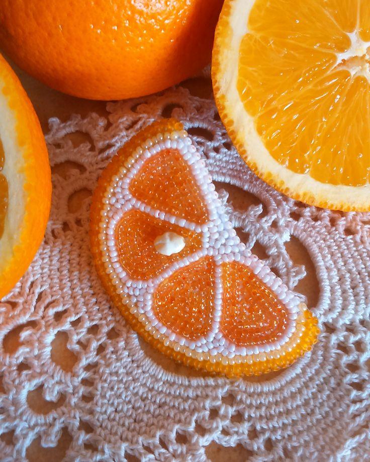 Брошь апельсин ,брошь из бисера