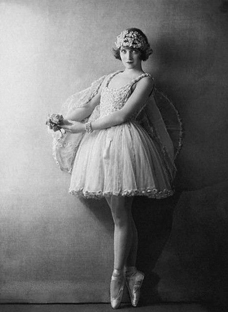 Actress Dorothy Dickson wearing tutu 1922~Photograph by Dorothy Wilding, image via corbisimages