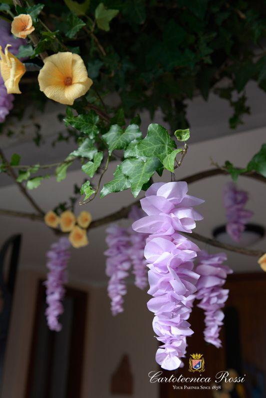 Fiori di carta realizzati per allestire la tradizionale Festa di Santa Croce a Carzano (Lago d'Iseo - BS).  Paper flower made in Carzano - Monte Isola (Italy) for their traditional Santa Croce feast