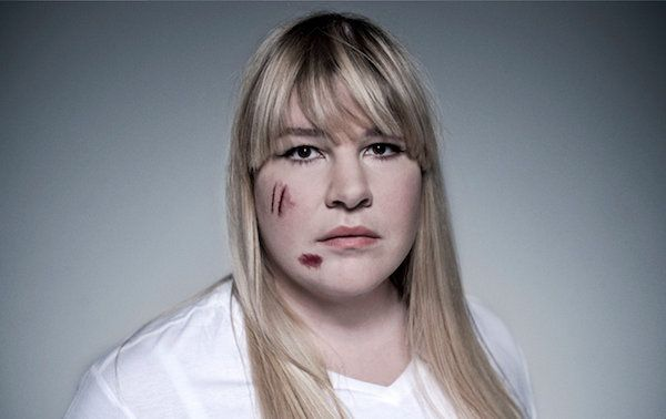 Tatuagem falsa alerta para violência contra mulheres | Clube de Criação de São Paulo