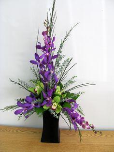 Arranjo floral onde predomina a côr lilás.