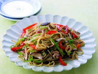 程 一彦  さんの即席ビーフン,中華麺を使った「野菜たっぷり!焼きビーフン&麺」。ビーフンの軽さと中華麺の食べごたえを一度に味わえる一品です! NHK「きょうの料理」で放送された料理レシピや献立が満載。