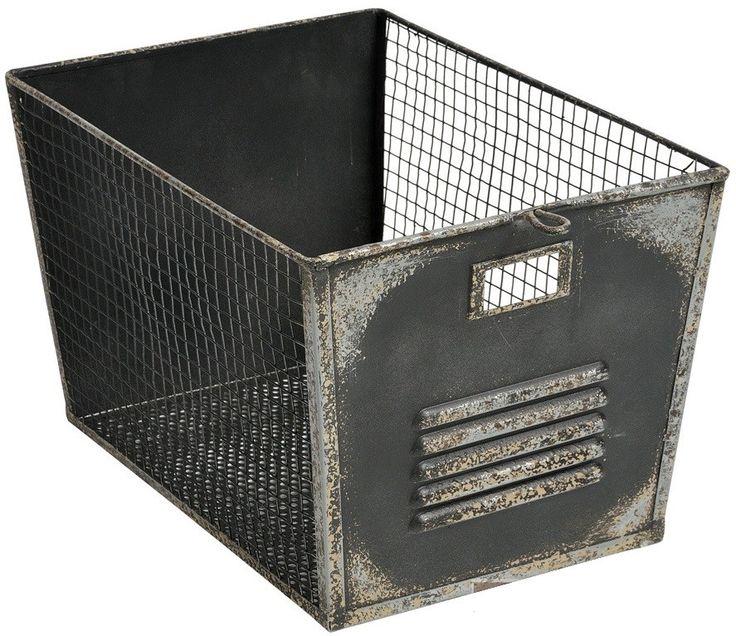 Metalowy koszyk Belldeco w stylu industrialnym to praktyczny dodatek, który może znaleźć różnorodne zastosowania. Może być na przykład koszem na ręczniki w łazience lub koszem na warzywa w kuchni.