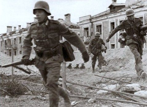 German soldiers rush through Stalingrad | Flickr - Photo Sharing!