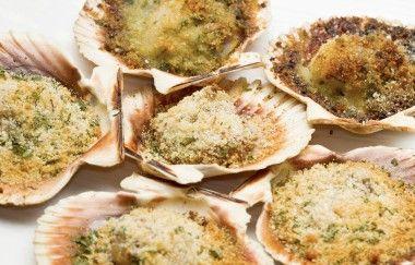 Ricette della Vigilia di Natale: le capesante gratinate al forno con pistacchi! | Cambio cuoco