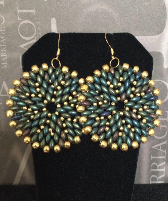 Orecchini di perla  disco blu verde e oro Orecchini di WorkofHeart