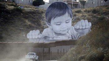 Το μήνυμα-μαχαιριά σε Τραμπ: Το αιχμάλωτο αγόρι στα σύνορα ΗΠΑ - Μεξικού - ΒΙΝΤΕΟ   Ένα δυνατό μήνυμα για τη μετανάστευση. Η φωτογραφία με ένα νεαρό αγόρι που κοιτάζει πάνω από το τείχος το οποίο χωρίζει τη κομητεία Σαν Ντιέγκο στις ΗΠΑ από το Μεξικό... from ΡΟΗ ΕΙΔΗΣΕΩΝ enikos.gr http://ift.tt/2xWrprQ ΡΟΗ ΕΙΔΗΣΕΩΝ enikos.gr