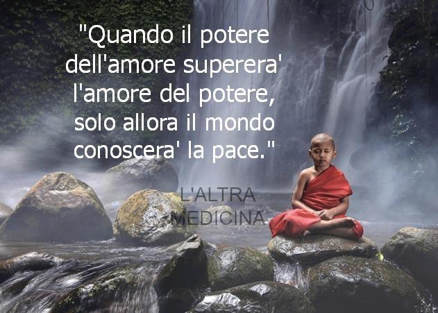 Quando il potere dell'amore supererà l'amore del potere, solo allora il mondo conoscerà la pace.