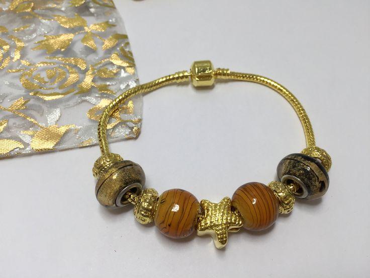 Bracelet charm's doré avec perles variées  réf 742 de la boutique perlesacoco sur Etsy