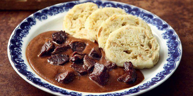 V tradiční české kuchyni nesmí chybět svíčková nebo koprovka. Přinášíme vám hned několik osvědčených tipů, nejen na sváteční rodinný oběd.