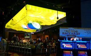 米・ラスベガスのSLSホテルは、天井に立体的な映像を浮かべて評判に