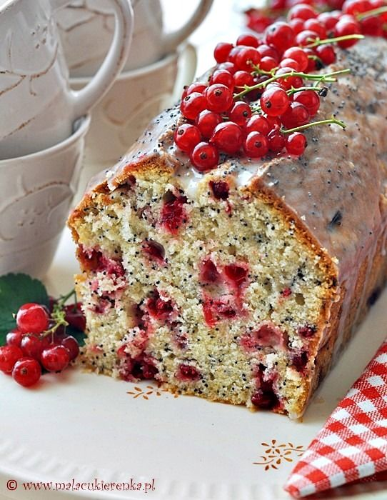 cake with currants and poppy seeds