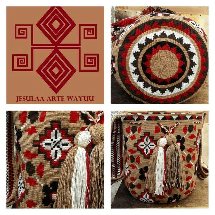 Mochila wayuu diseño floral.