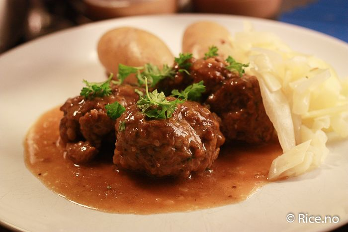 Meat balls with brown sauce. Yummy!