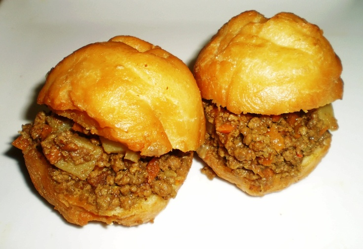 Vetkoek and mince.