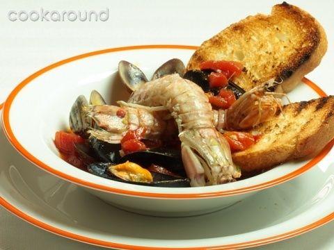 Zuppa di cozze, vongole e cicale: Ricette di Cookaround | Cookaround
