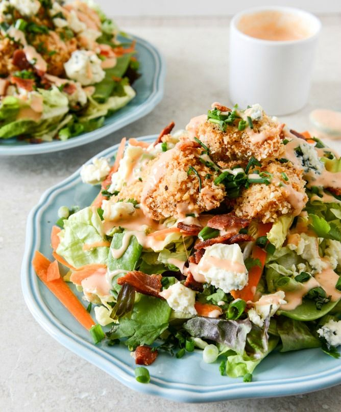 Crunchy Buffalo Chicken Salads with Bacon and Spicy Ranch I howsweeteats.com