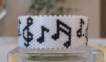 Musical Notes Tea Light Cover Pattern at Sova-Enterprises.com lots of free beading patterns and tutorials are available!