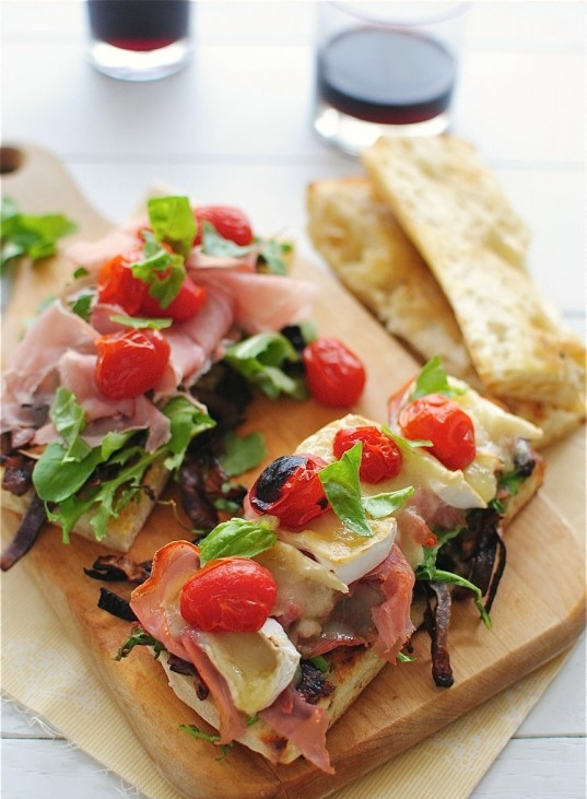 Toasted Cibatta Sandwich with Caramelized Onions, Arugula, Prosciutto and Brie! Great healthy lunch to bring to work! | bev cooks
