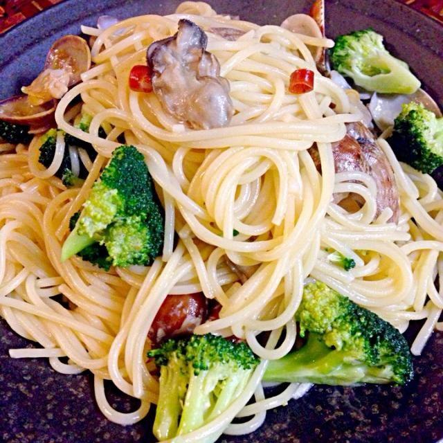 レシピとお料理がひらめくSnapDish - 37件のもぐもぐ - Pasta with clams&oysters牡蠣とアサリのパスタ by chef hubby by Ami