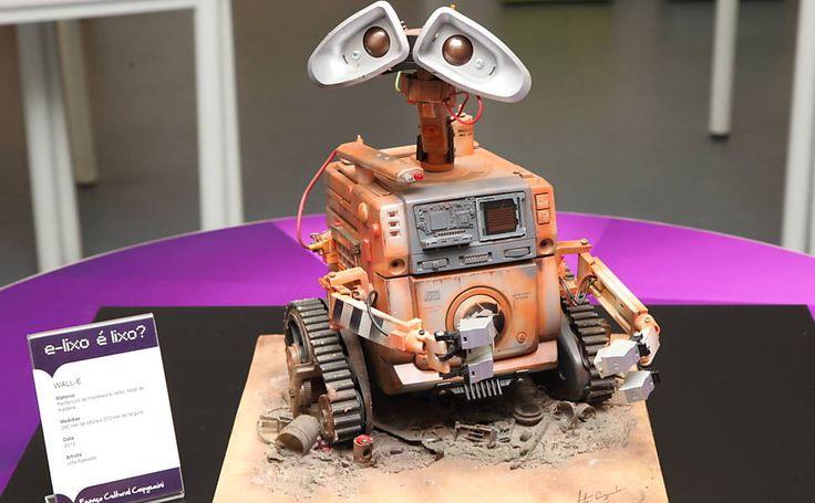Exposição traz esculturas feitas com lixo eletrônico; veja imagens - 05/10/2014 - sãopaulo - Folha de S.Paulo