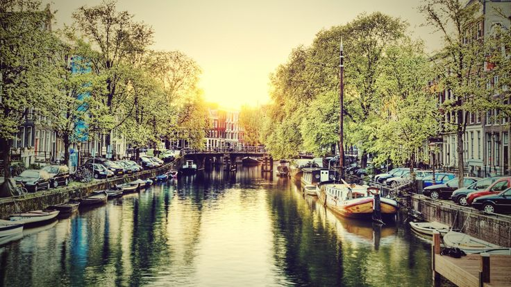 #Amsterdam #bonplan #voyage  Résidez en plein coeur d'Amsterdam et passez 3 jours dans un hôtel avec petits-déjeuners sur P.C. Hoofstraat, la rue la plus huppée du centre ! A vous la Venise du Nord, les vols sont inclus !  http://travelbird.fr/26160/hotel-cornelisz-pc-hooftstraat