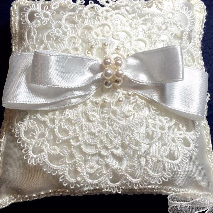 SWAROVSKIを使った タティングレースのリングピロー❤ あともう少し。 Ring pillow to be completed in a little more later! #emiel #タディングレース #タティングレース #アクセサリー #ハンドメイド #ピアス #レース #handmade #accessories #tattinglace #ウェディング #wedding #SWAROVSKI