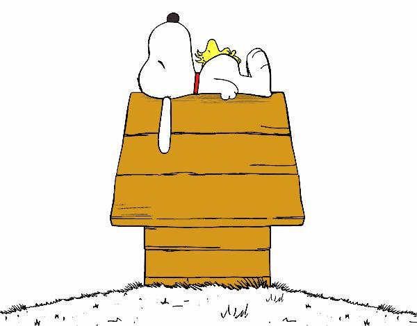 Snoopy durmiendo sobre el buzon