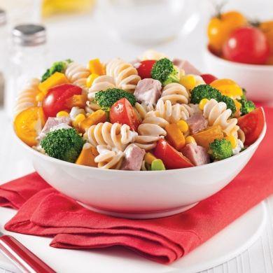 Salade de pâtes au jambon et légumes - Soupers de semaine - Recette minceur - Recette express 5/15 - Pratico Pratiques