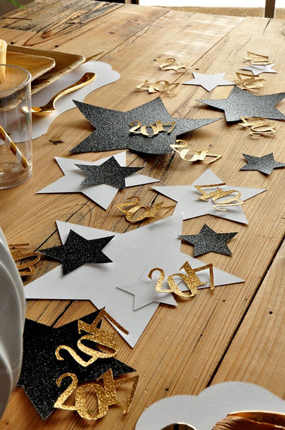 This Graduation Table Confetti would totally POP on our tablescape. The tables at the restaurant are very plain, this is such a great way to tie in the graduation theme. I love the different sized stars!