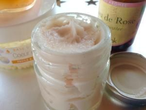 Recette Crème rose hydratante au monoï de Tahiti - Feminin Bio