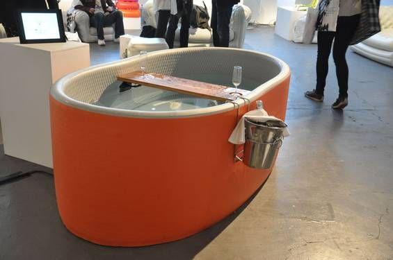 Blofield: Aufblasbarer Whirlpool mit Champagnerhalter