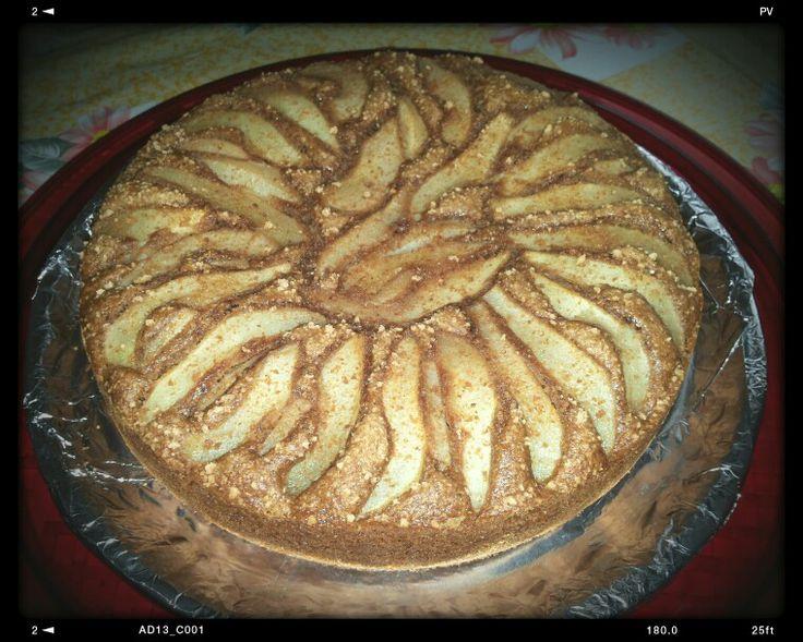 Torta integrale con pere, zucchero di canna e amaretti