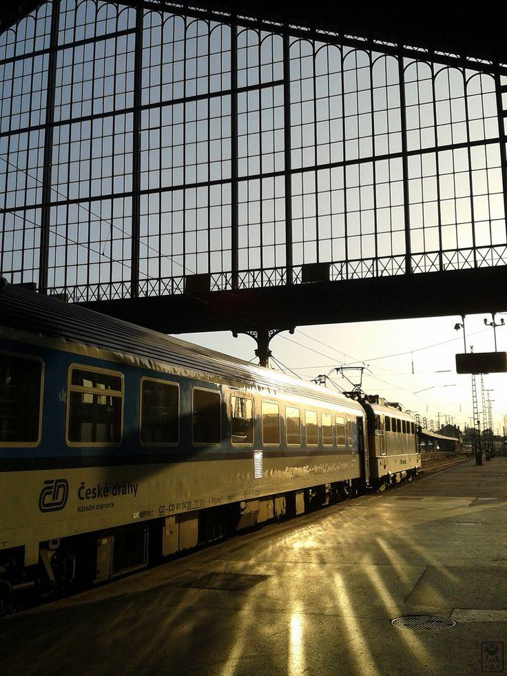 Jó reggelt Budapest! Nyugati Railway Station in Budapest - by luk•a•