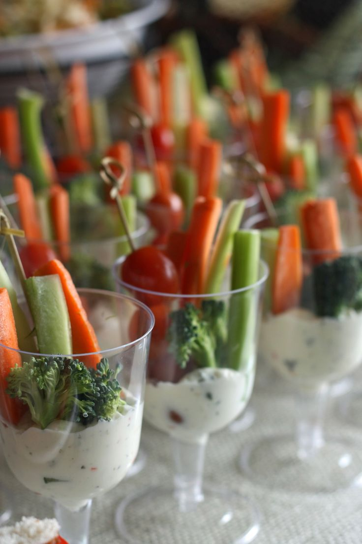 Great way to serve veggies and dip.  Made more elegant with the use of stemmed wine glasses!  No recipes on site but there are photos of a wonderful brunch set up.