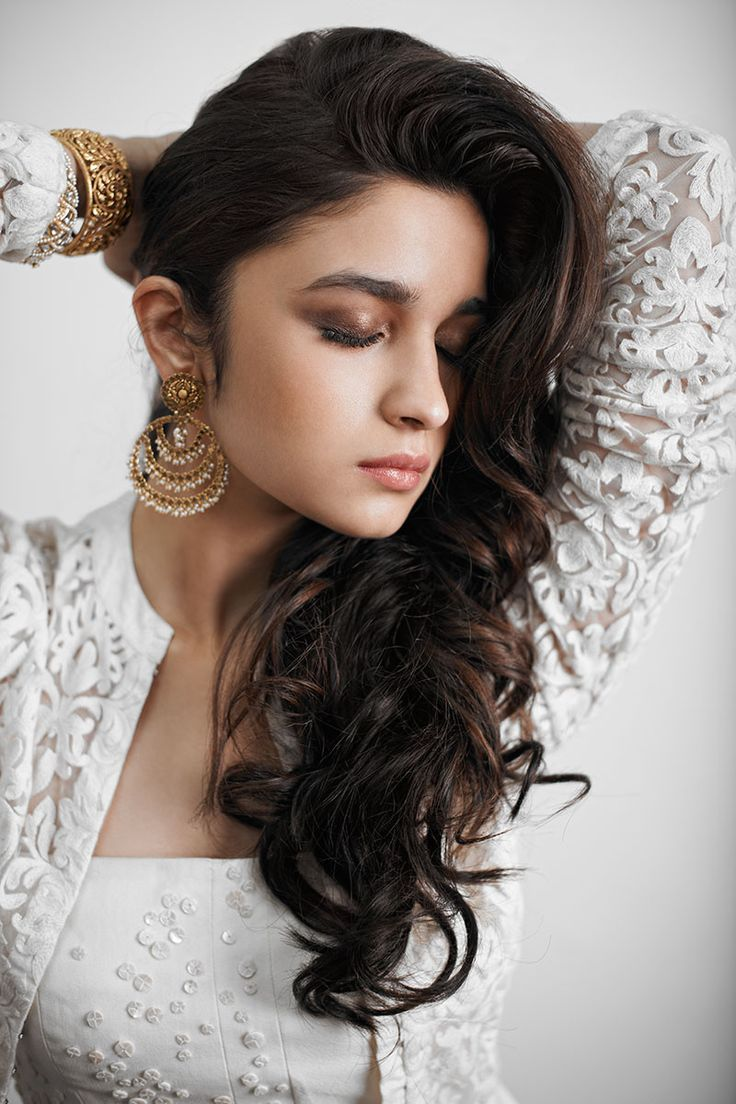 Aliya bhatt looking nice