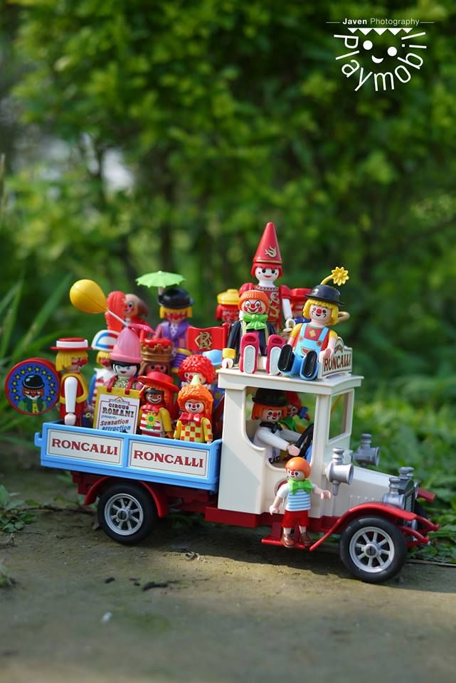 Playmobil party truck with clowns