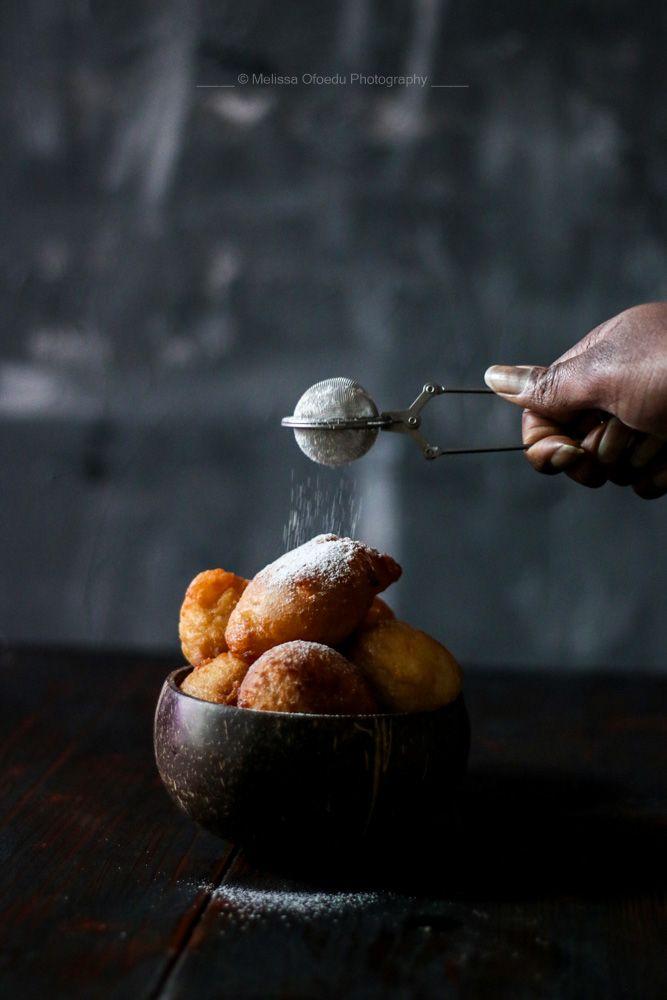Es ist ein Westafrikanischer Klassiker. Er kann jederzeit gegessen werden und ist ein fixer Bestandteil fast jeder nigeriniaschen Party auf der ich je gewesen bin. In Kamerun werden sie Beigneet gennant, in Ghana Bofrot und in Nigeria Puff Puff. Sie sind den amerikanischen Doughnuts oder dem österreichischen Krapfen in ihrer Konsistenz sehr ähnlich. Und um...
