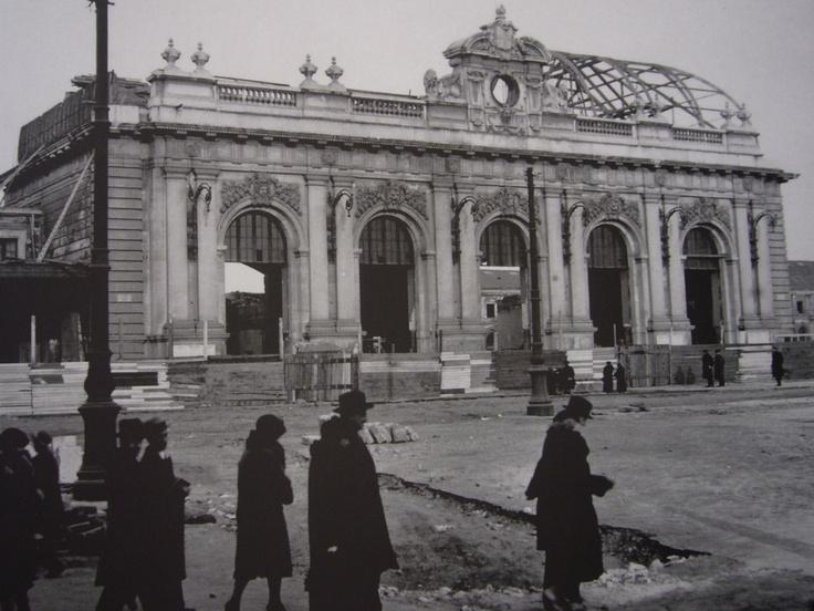 Lo smantellamento della vecchia Stazione Centrale di Milano nel 1931.