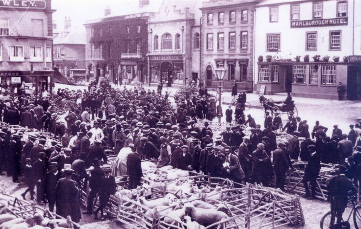 A view of The Blue Boar, Witney from across a busy market square in 1912. Image supplied by Witney & District Museum