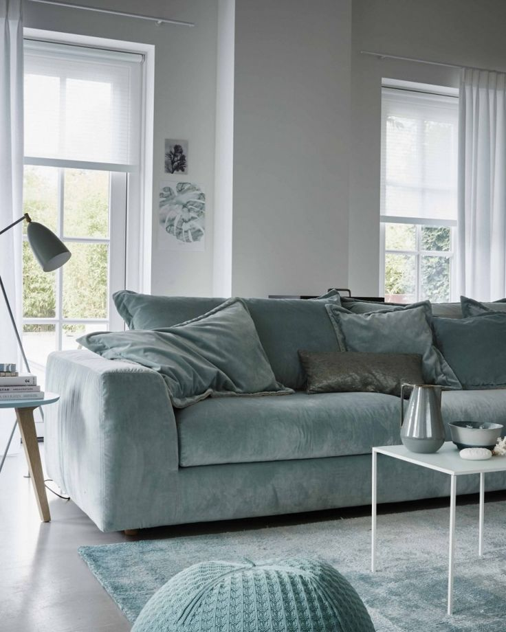 Mooie #witte inbetweens van Toppoint gecombineerd in een licht interieur. Zo fijn: je helemaal afzonderen van de buitenwereld. Met rolgordijnen bereik je dat resultaat en geef je tegelijkertijd je huis een stijlvolle uitstraling.