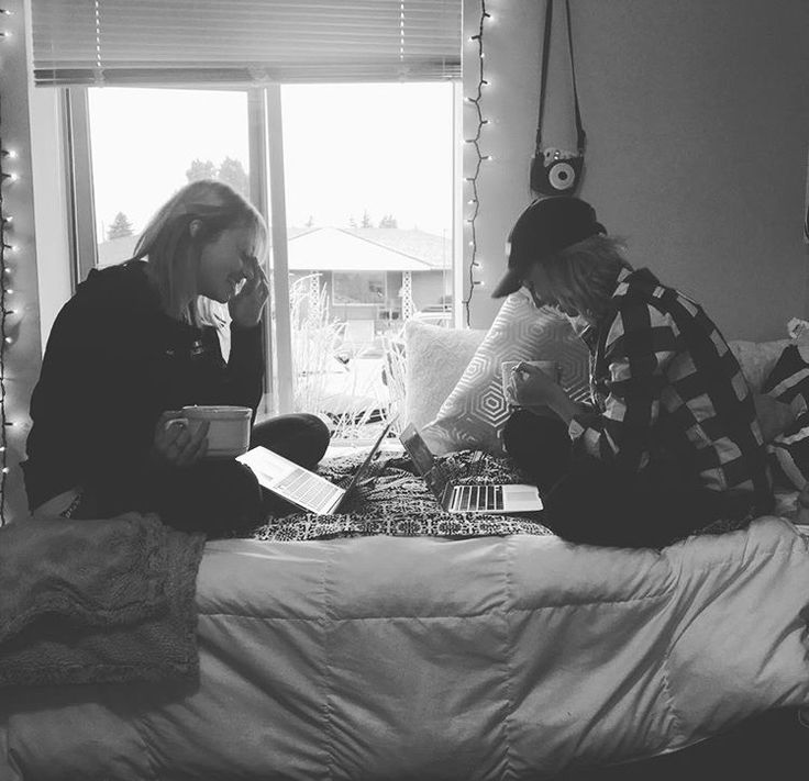 Best friends. College. Roomies. Homework. Candid. Cute. Picture ideas. Laughing. Morning. Good morning. Roommates.