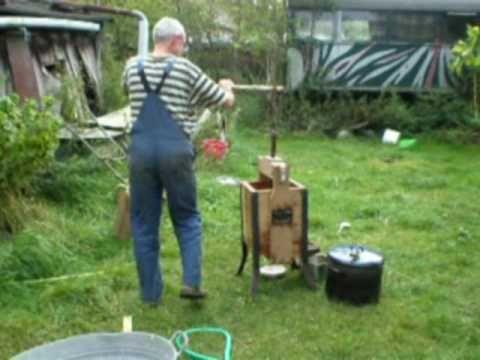 Apfelbrannt, Destille im Garten....