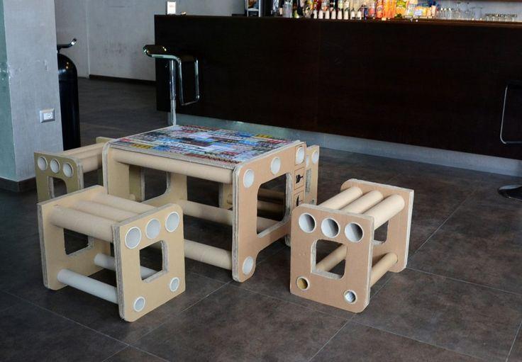 Tavolo e sedie in cartone riciclato made in ScartuP