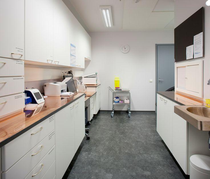 Centro medico della societa Isku-Yhtymä Oy (Finlandia): braccioli, maniglie dei cassetti, superfici di lavoro e altri elementi in rame antibatterico.
